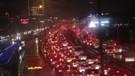 İstanbul'da fırtına ve yağmur trafiği kilitledi