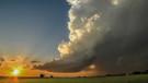 Bulutlar neden beyaz? Tonlarca ağırlıktaki bulutlar nasıl havada asılı kalıyor?