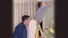 Ünlü futbolcu Alvaro Morata eşinin poposunu ısırdı