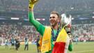 Liverpool, sahaya girip Adrian'ı sakatlayan taraftarı UEFA'ya şikayet etti