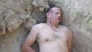 Karısının kiralık katil tuttuğunu kanıtlamak için ölü taklidi yaptı