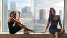 Zeynep Alkan mini elbisesiyle bacak şov yaptı