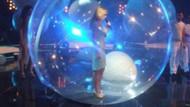 Hangi ünlü şarkıcı, taklit şovla ekrana çıktı?