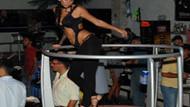 Marmaris gecelerinde çılgın eğlence! Dansçı kızlar coşturdu!
