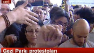 NTV binası önünde gezi parkı protestosu! Penguen istiyoruz...