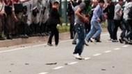 Arınç'tan bu fotoğrafa şok yorum! Jandarma niye seyretti?