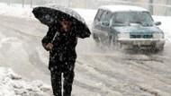 İstanbul kar altında! Trafik felç oldu!