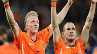 Kuyt ve Sneijder oynuyor mu?