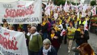 Polonya'da 100 bin işçi sokağa döküldü!