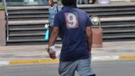 Elinde bir deste parayla yürüdü! Kim bu ünlü?