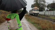 Yalnız demiryolu işçisi tatile çıkıyor