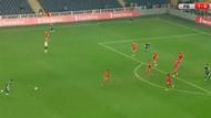 Dünya, Şener Özbayrak'ın 35 metreden attığı golü konuşuyor