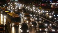 İstanbul'da kar yağışı nedeniyle trafik kilitlendi