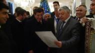 Azeri vatandaştan Davutoğlu'na şiir