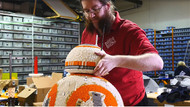 Gerçek boyutlu BB-8: Lego sanatçıları iş başında