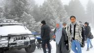 Uludağ'a kar yağdı turist akını başladı