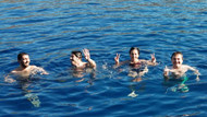 İstanbul'da üşüdüler, Kaş'ta yüzdüler