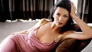 Catherine Zeta-Jones bikinili pozlarıyla büyüledi