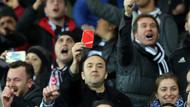 Beşiktaş taraftarından 61. dakikada kırmızı kartlı eylem