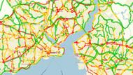 Son dakika haberleri... İstanbul'da sağanak yağmur trafiği felç etti