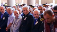 Nefize Özsoy'un cenazesinde, şehit eşinin yerini değiştirmesi dikkat çekti