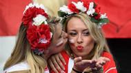 Euro 2016'dan rengarenk tribün güzelleri