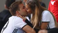 Götze Broemmel'den zorlu maç öncesi şans öpücüğü aldı