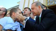 Küçük çocuk Erdoğan hutbe dinlerken yanına geldi ve..