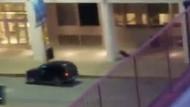 ABD Dallas'da polisin öldürüldüğü an kameralarda!