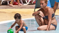 Antalya'da sıcaktan bunalan havuza koştu!