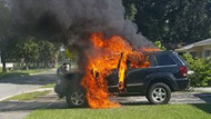 Samsung'un geri çağırdığı telefon patladı; lüks araç yandı!