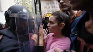 Son dakika: İspanya'dan şok görüntüler, Katalonya referandumuna polis saldırısı, 38 yaralı.. CANLI