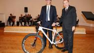 Cumhurbaşkanı Erdoğan Sırp mevkidaşına özel tasarım bisiklet hediye etti