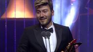 Skandal videonun ardından Enes Batur'un ödülü geri alındı
