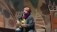 Çelik metro durağında şarkı söyledi