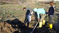 Açlık grevine başlayan 3 kişi, kendilerine mezar kazdı