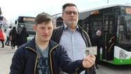 Engelli genç ve babası otobüsten zorla indirildi