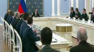 Rus Başbakan Medvedev'den toplantıya geç kalan bakana sert uyarı