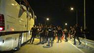 Bursa'da Beşiktaş taraftarlarına taşlı saldırı