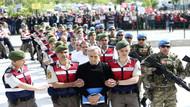 Akın Öztürk'ün üzerine bazı göstericiler urgan attılar