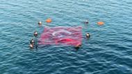 İznik Gölü'nün ortasında dalgıçlar Türk Bayrağı açtı