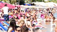 Bodrum'da sahiller turistlerle doldu taştı