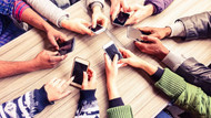 Zenginlerin yeni çılgınlığı: Masaya cep telefonlarını bırakıyorlar ve...