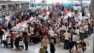 Yoğunluk en çok havalimanlarına yansıdı, kontuarlarda sıra beklediler