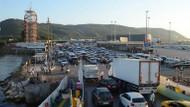 Yalova'daki Topçular Feribot İskelesi'nde araç yoğunluğu oluştu