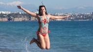 Antalya'da güneşli havayı fırsat bilenler Konyaaltı sahiline akın etti