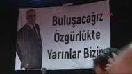 CHP kongresinde Enis Berberoğlu pankartı
