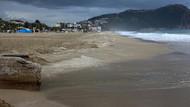 Fuel-oil sızıntısından kirlenen Kleopatra Plajı temizlendi
