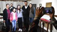 Doğum gününde Ahmet Kaya'nın Malatya'daki balmumu heykeline ziyaretçi akını