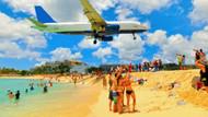 Dünyanın en tehlikeli havaalanları: Uçak turistlerin üzerinden geçiyor
